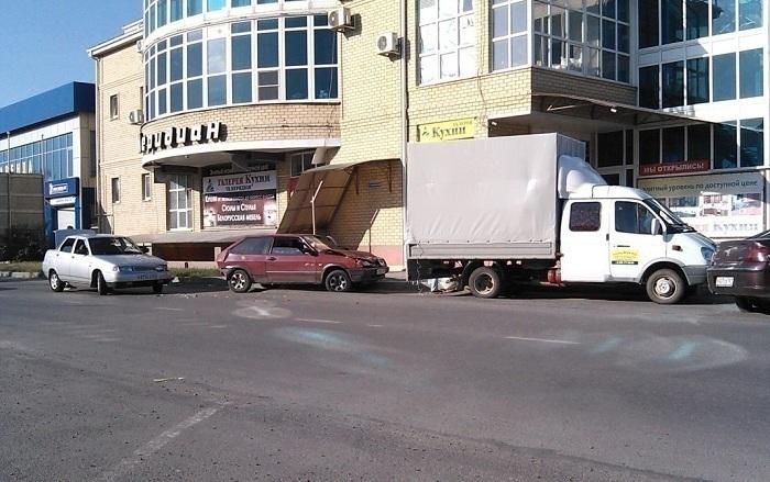 В Таганроге в результате тройного ДТП пострадал мужчина