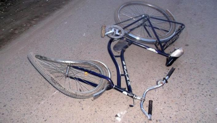 Наглый велогонщик, сбивший девушку на тротуаре, скрылся с места ДТП