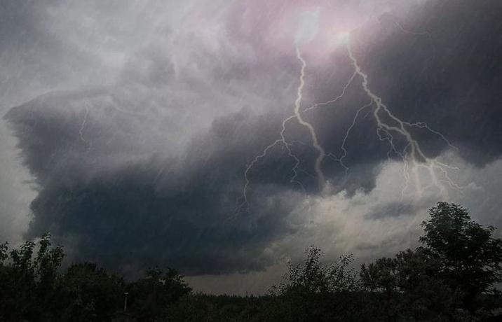 На Таганрог снова может обрушиться ураган с грозой