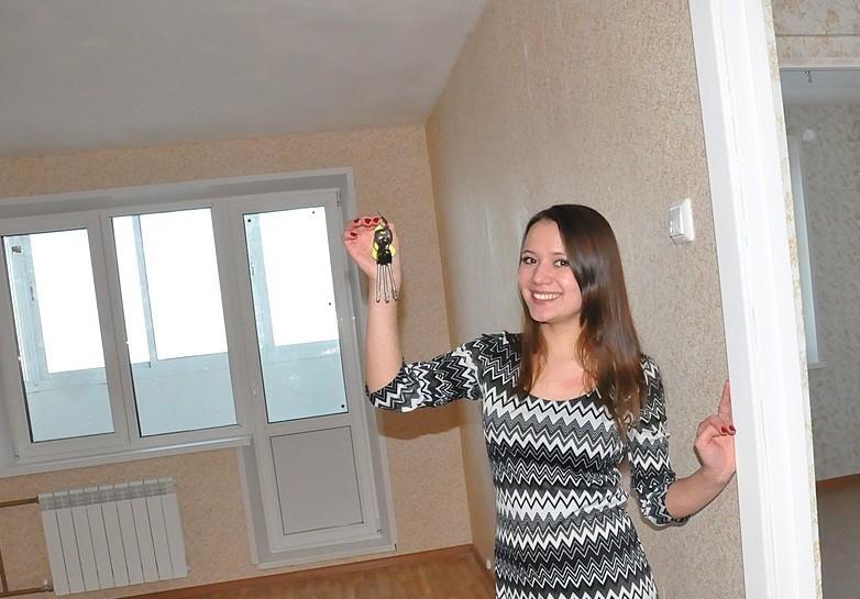 В Таганроге детям-сиротам выдали новые квартиры