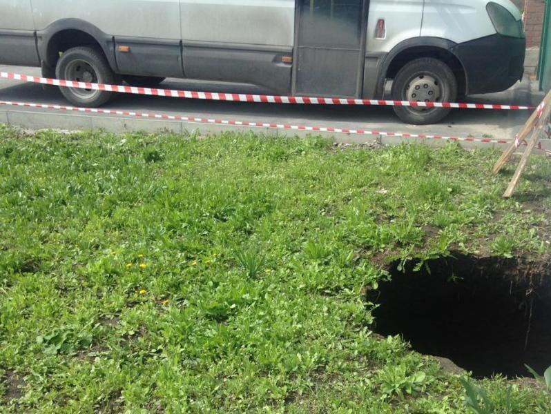 В Таганроге произошло новое обрушение коллектора — перекрывают целый переулок