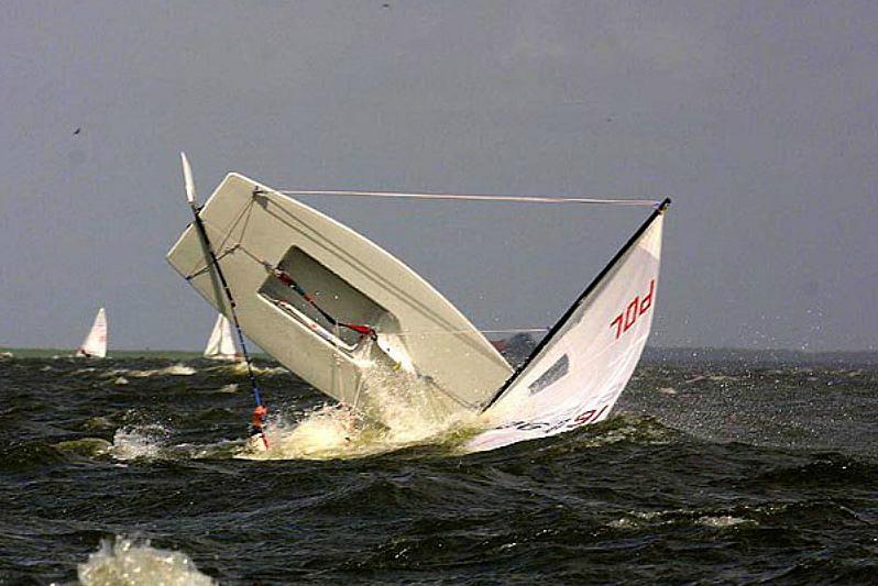 В Таганрогском заливе едва не утонул 8-летний яхтсмен