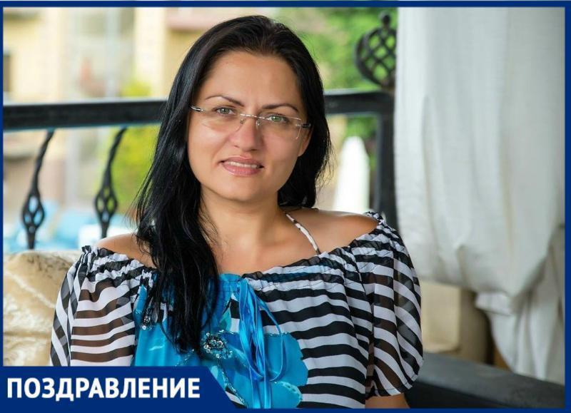 Таганроженка Елена Половина получила звание международного арбитра по шахматам