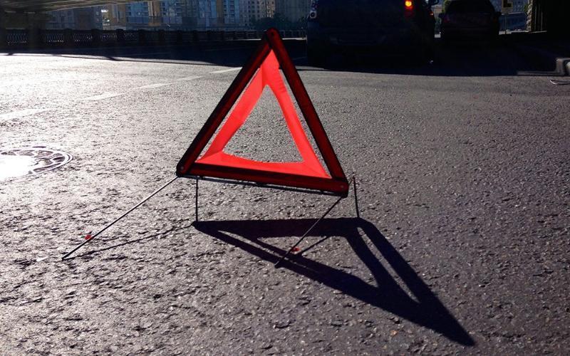 В Таганроге под колеса грузовика попала 12-летняя девочка