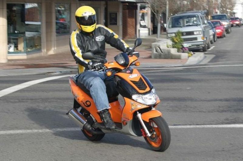 Сотрудники ДПС задержали молодого скутериста, «порезавшего» таганрожца