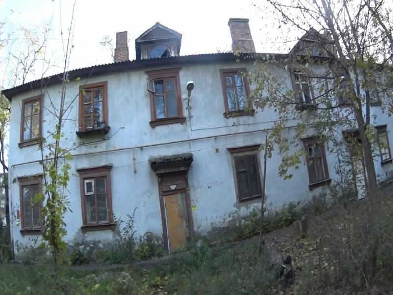 В Таганроге загорелся заброшенный дом по улице Чехова