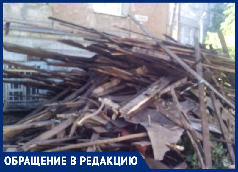 Гендиректор Борисова из «Триумфа» «забыла»,  что строительный мусор нужно вывозить