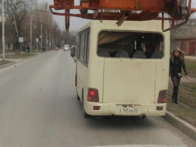 «С ветерком» и без окон ездят маршрутки Таганрога