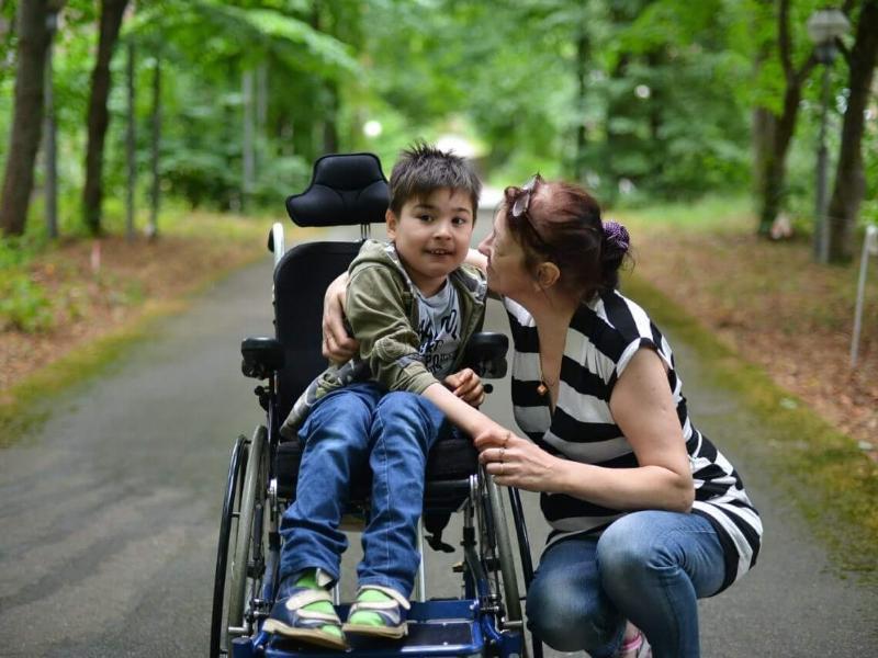 В два раза увеличили пособие для таганрожцев, ухаживающих за ребенком-инвалидом