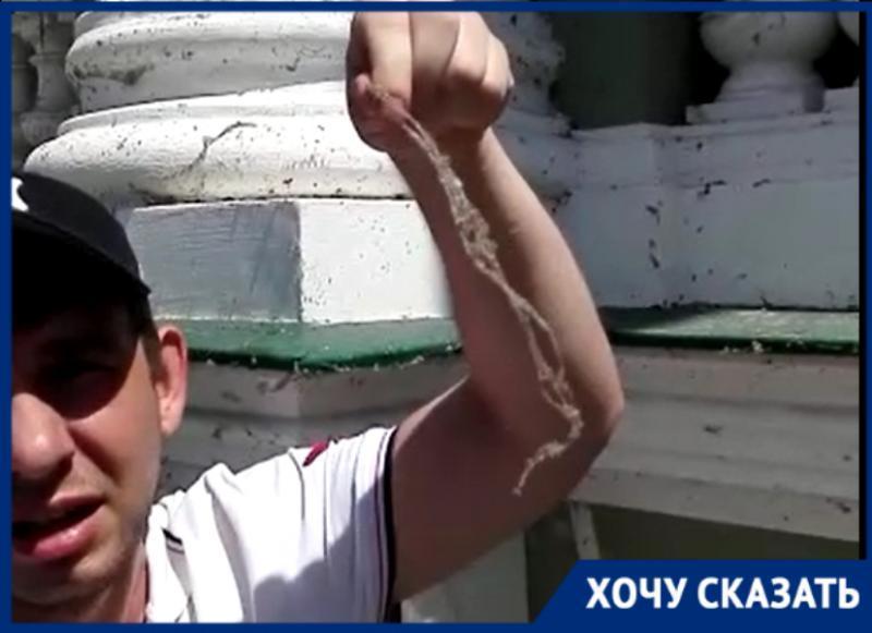 «Администрации не нужен театр?» - гость Таганрога обалдел от его фасада здания
