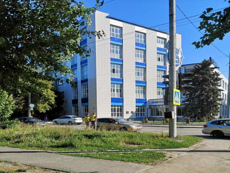 Подростки - попрошайки сменили место сбора денег в Таганроге