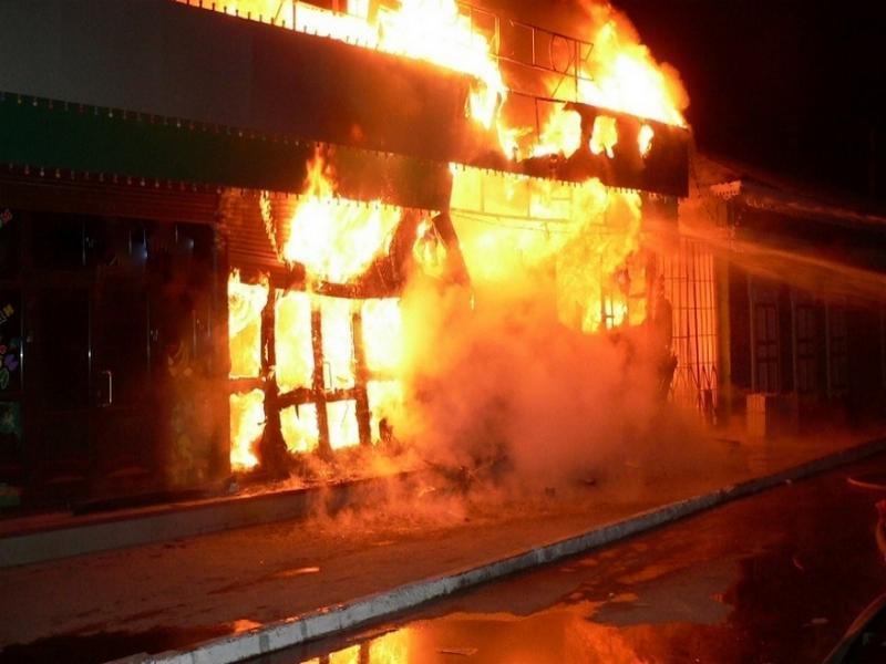 В Таганроге ночью сгорел магазин