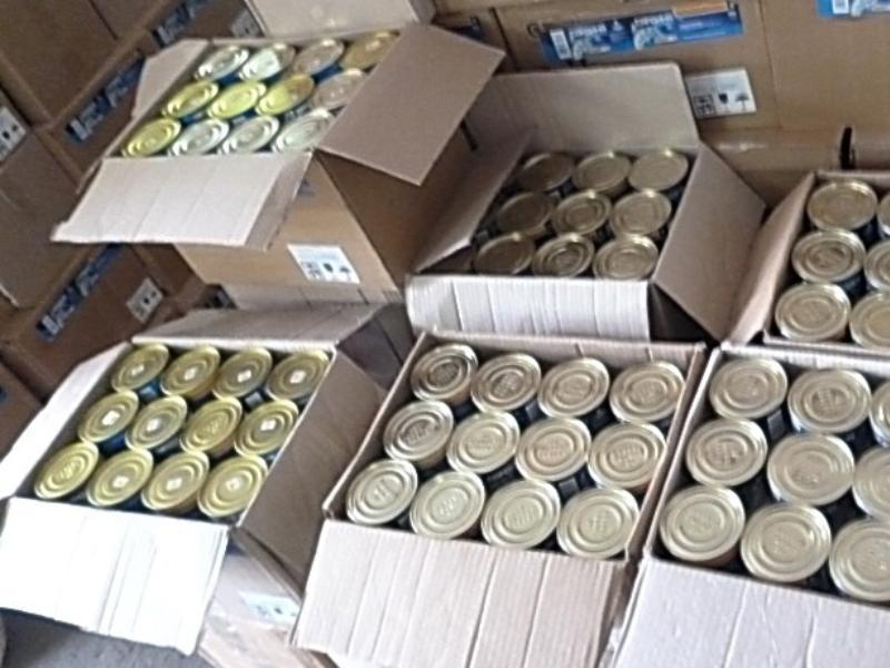 Таганрогские таможенники не пропустили партию рыбных консервов и вернули обратно на Украину