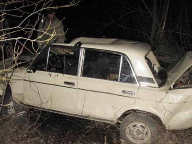 Таганрожец не справился с управлением «семерки» и врезался в дерево