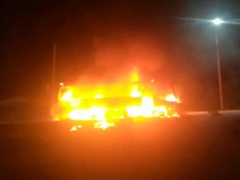 Рейсовый автобус из Таганрога сгорел дотла в районе Геленджика