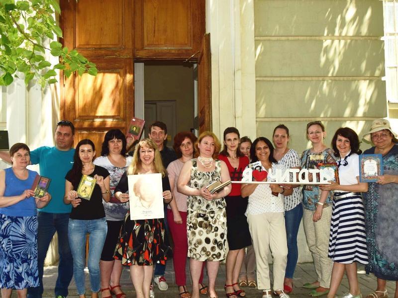 Таганрогская библиотека имени Чехова провела акцию «Летний читальный зал»