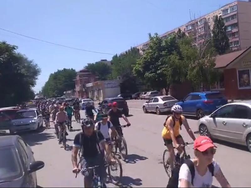 Тридцатиградусная жара не помешала велопараду в Таганроге