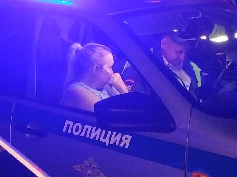 Подвыпившая мадам устроила  массовые аварии в одном из дворов Таганрога