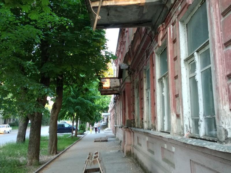 Таганрожец предупредил администрацию, что на улице Чехова балконы могут обрушиться на головы