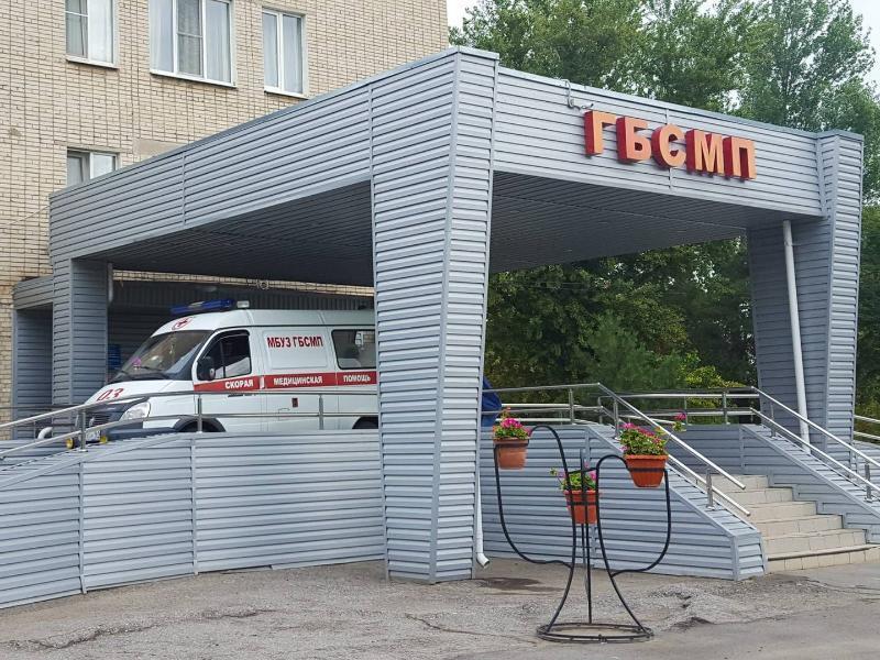 Помощь медиков пришла: тучного  Алексея Бокарева доставили в БСМП Таганрога