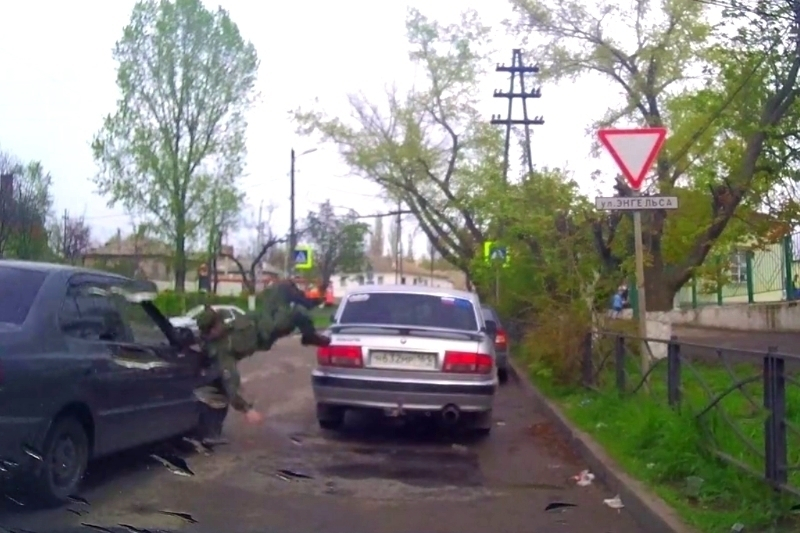 В Таганроге «Хендай Акцент» сбил военного курсанта