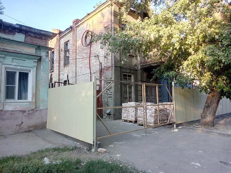 Таганрожцы взволнованно гадают о судьбе бывшего Дома пионеров
