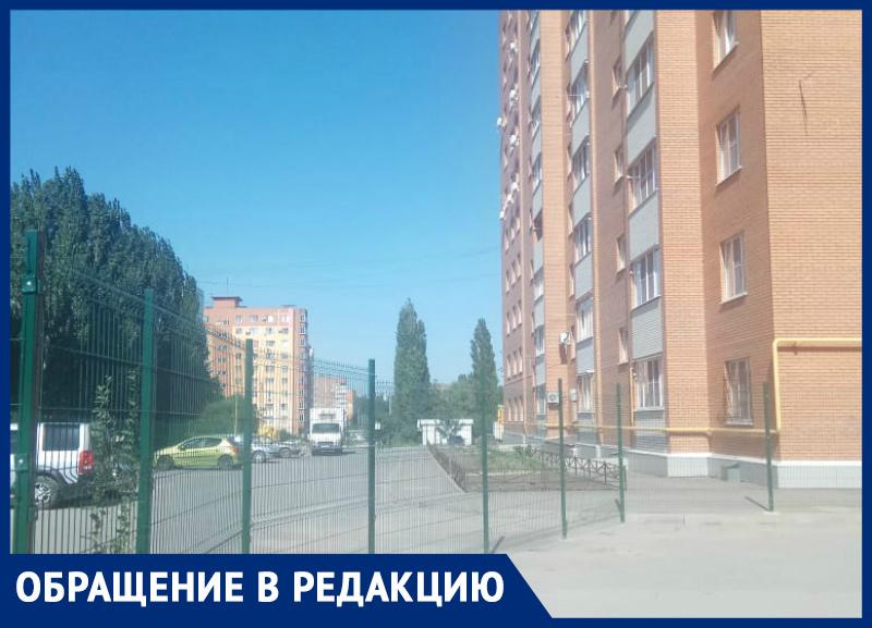 В Таганроге огораживаться  и ставить заборы -  стало правилом жизни