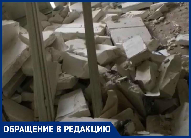 Многострадальный дом по ул. М. Жукова 145/1 уничтожают таганрогские подростки