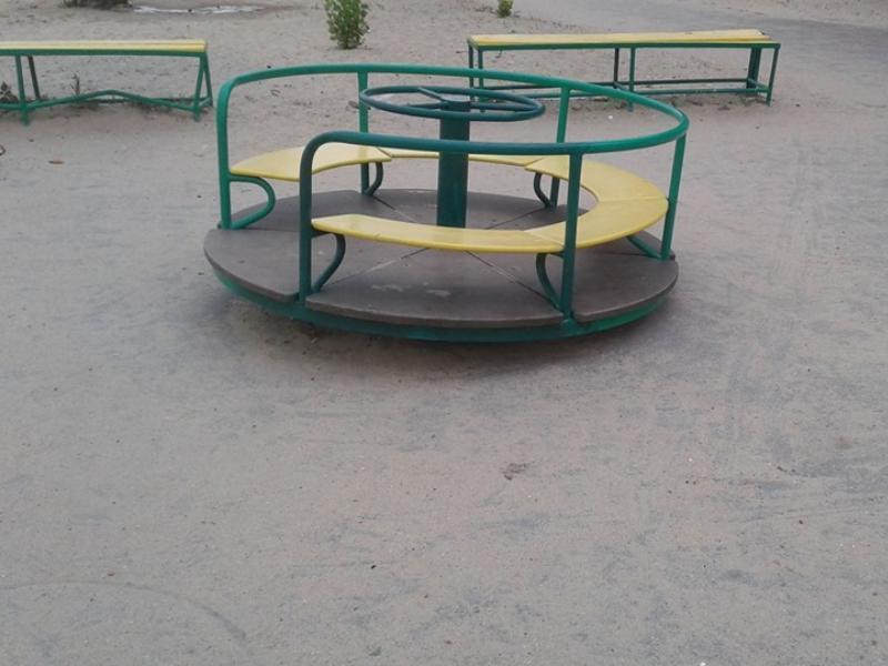 Детская площадка на Центральном пляже в Таганроге вызывает опасения у таганрожца