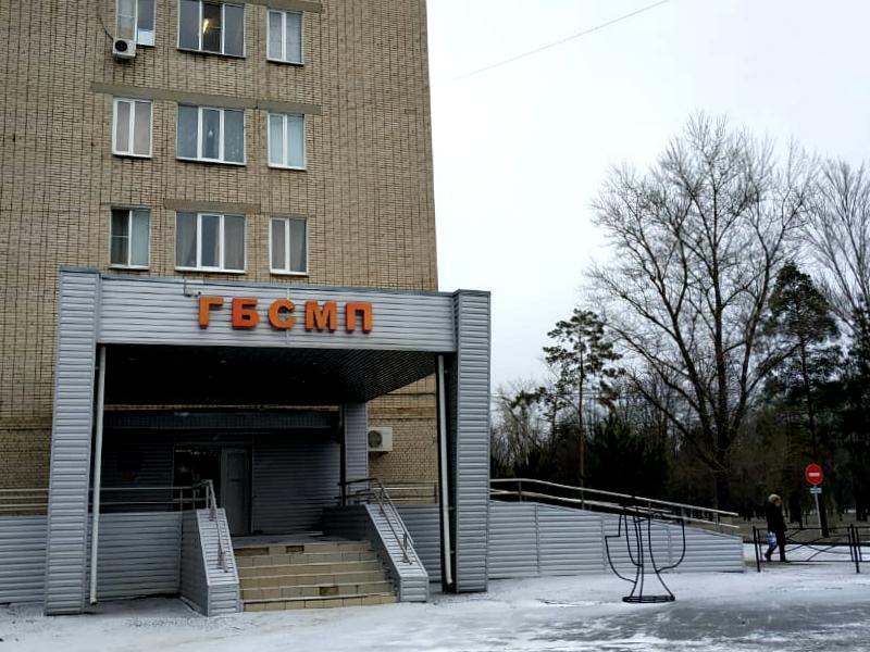 Мертвого мужчину обнаружили под стенами БСМП Таганрога