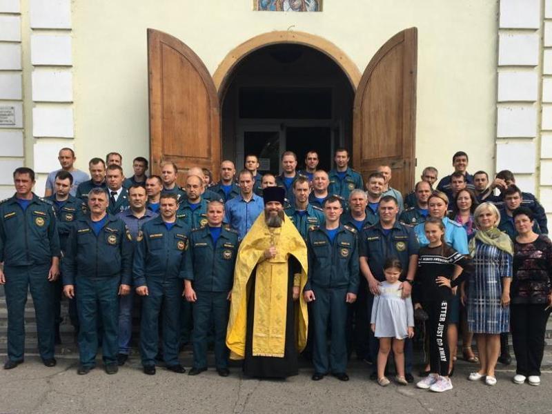 Пожарные Таганрога приняли участие в молебне в честь иконы