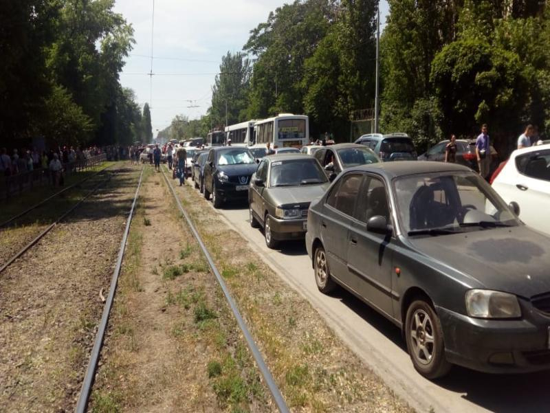 День открытых дверей на заводе им. Бериева в Таганроге  превратился в  жуткую пробку для гостей