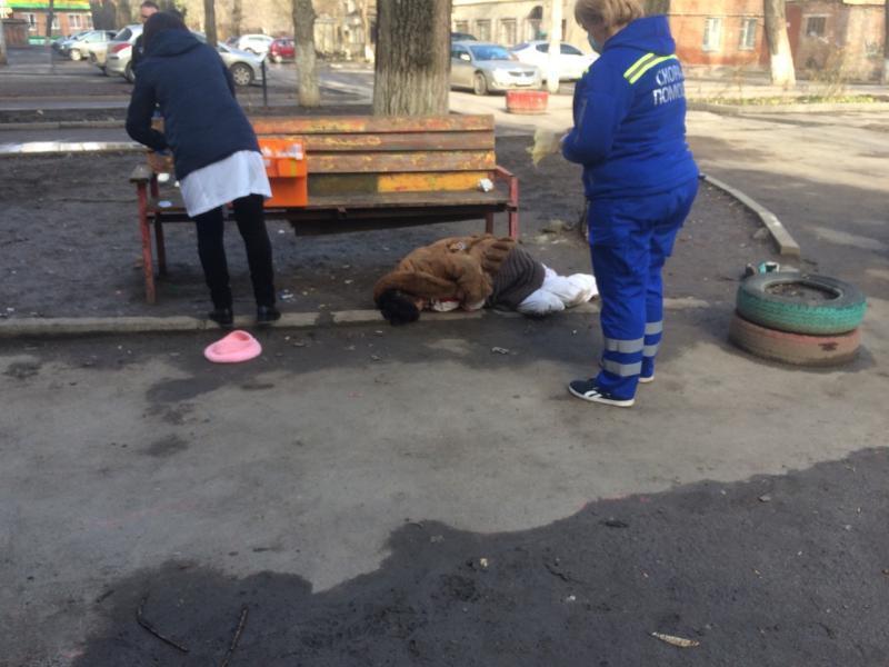 На помощь бомжам Таганрога приходит только «скорая помощь»