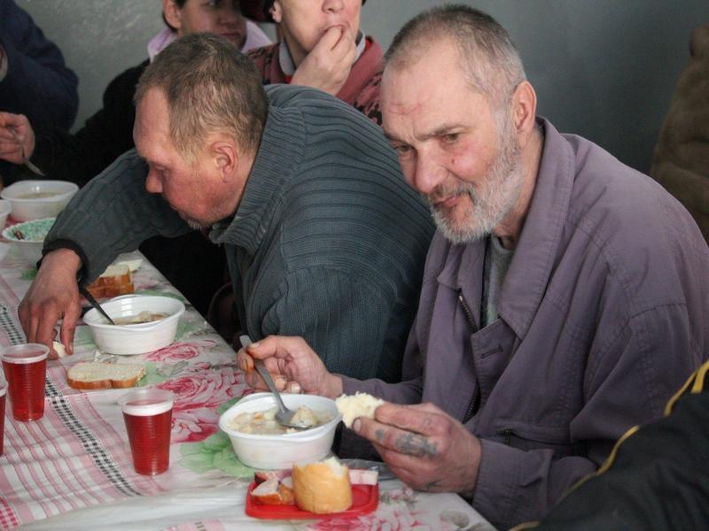На питание для бездомных потратят 2 002 500 рублей в Таганроге