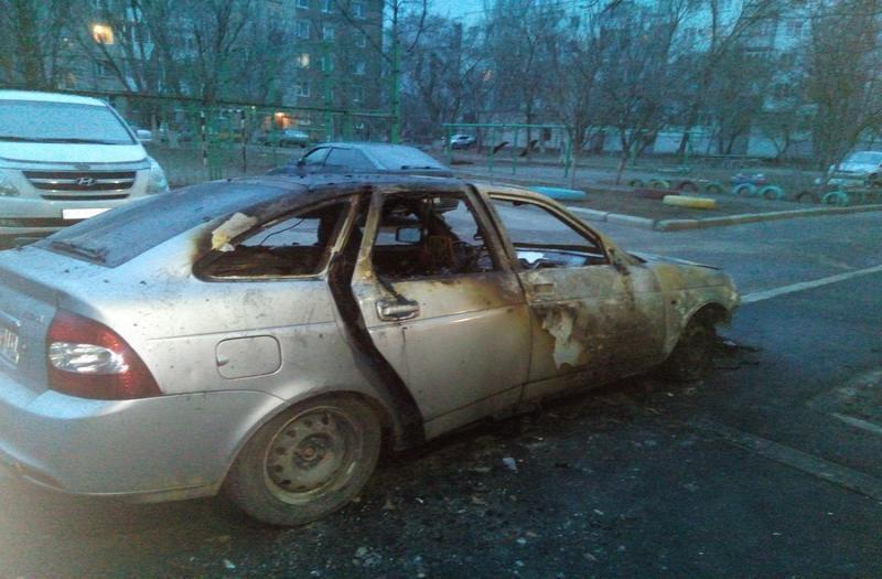 В Таганроге глубокой ночью сгорела «Лада Приора»