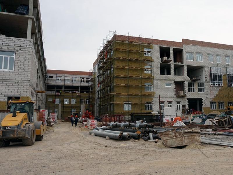 На 45 % готова школа на улице Галицкого в Таганроге