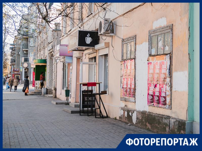 Взгляд со стороны: как выглядит главная улица Таганрога с бесконечными вывесками