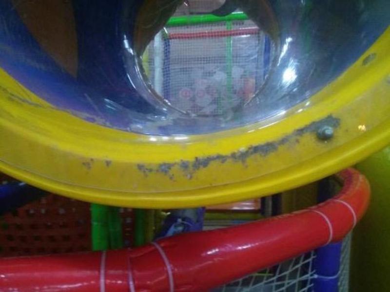 Грязь и сломанные игрушки ждут детей в игровой комнате Таганрога