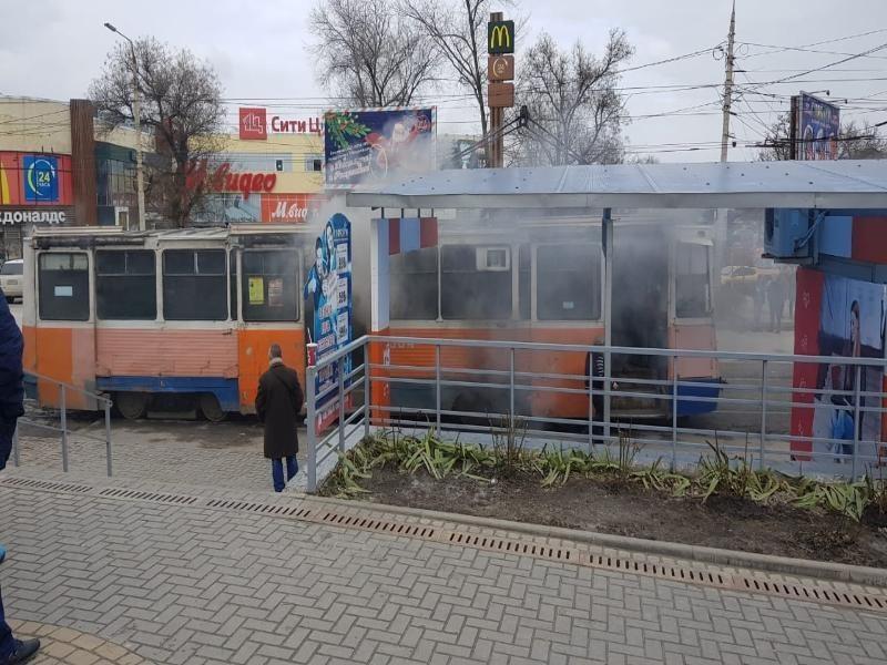 В Таганроге вновь старый трамвайчик  задымился на ходу