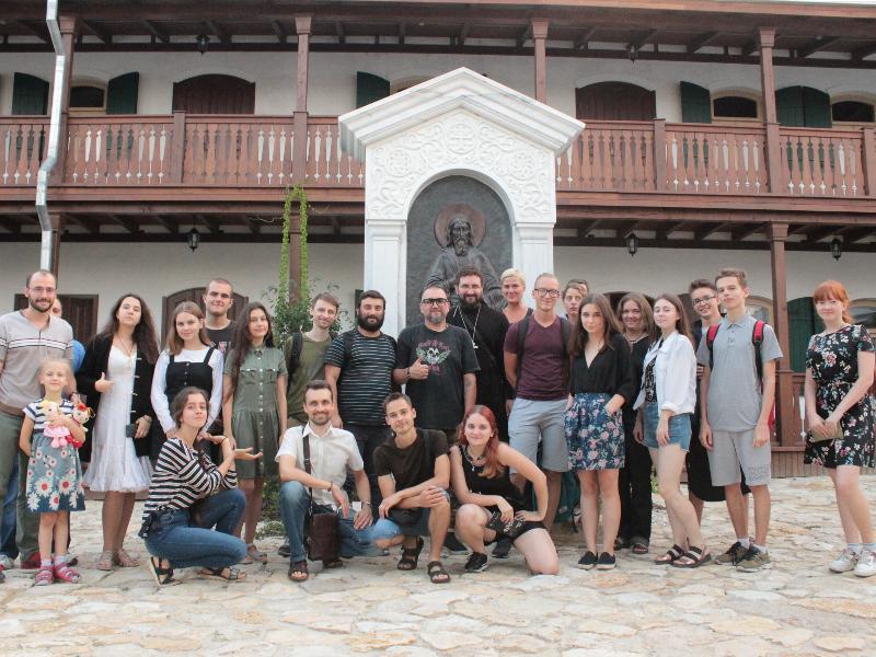 Поэт Виктор Бондарев встретился с молодежью Таганрога