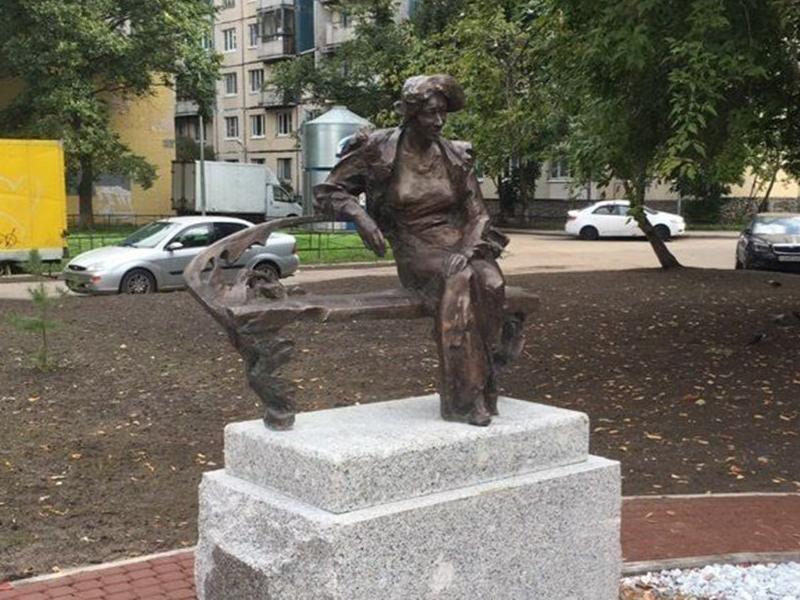 В Санкт-Петербурге установили памятник таганроженке Фаине Раневской