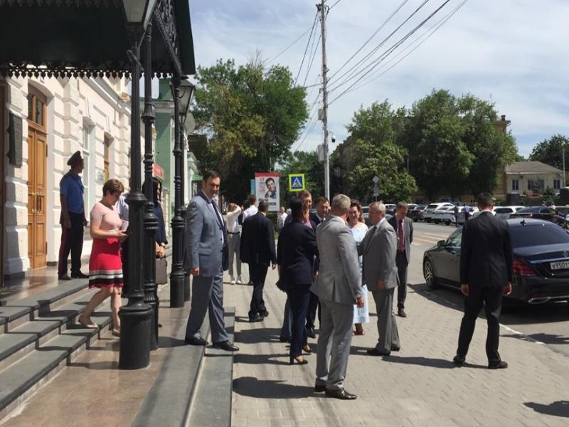 Накануне Дня медицинского работника  Таганрог посетили высокие гости из столицы губернии