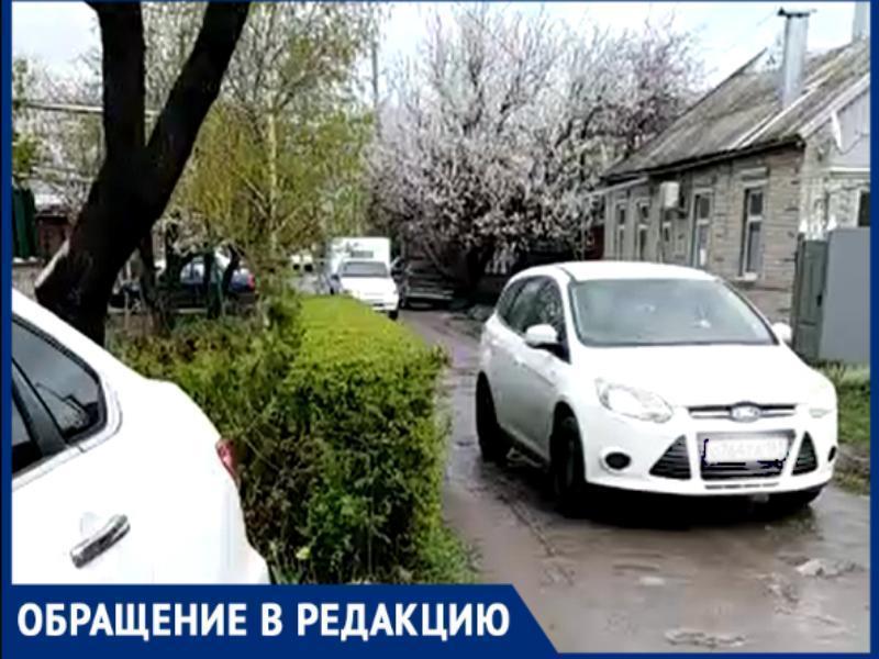 Таганрожцы требуют поставить дорожные знаки, опасаясь за жизни своих детей