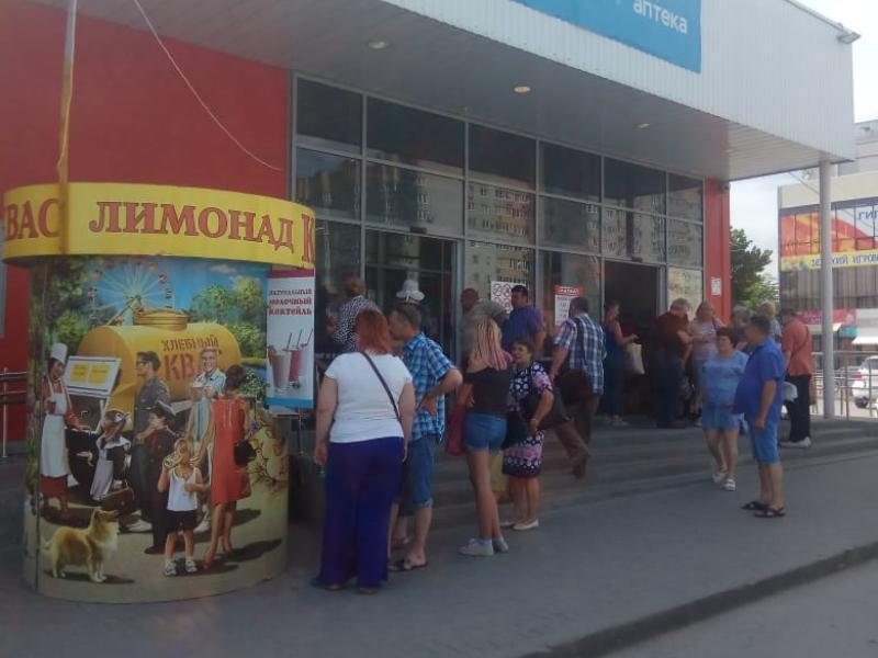 Таганрожцев экстренно эвакуировали из гипермаркета