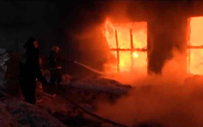 В пожаре на фабрике в Таганроге пострадал сотрудник
