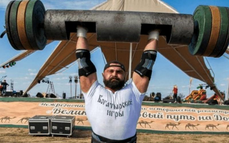 Атлета из Таганрога на региональном чемпионате признали самым сильным  мужчиной в  области