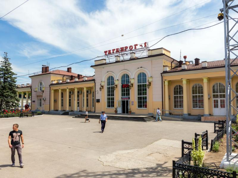 Мужчина употреблял наркотики на вокзале Таганрога и угрожал полицейскому