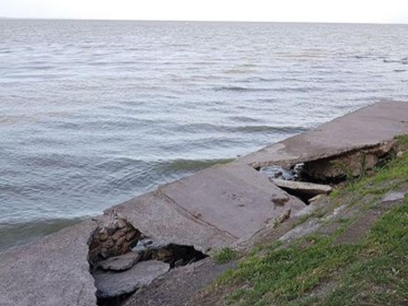 Набережная Таганрога уходит под воду