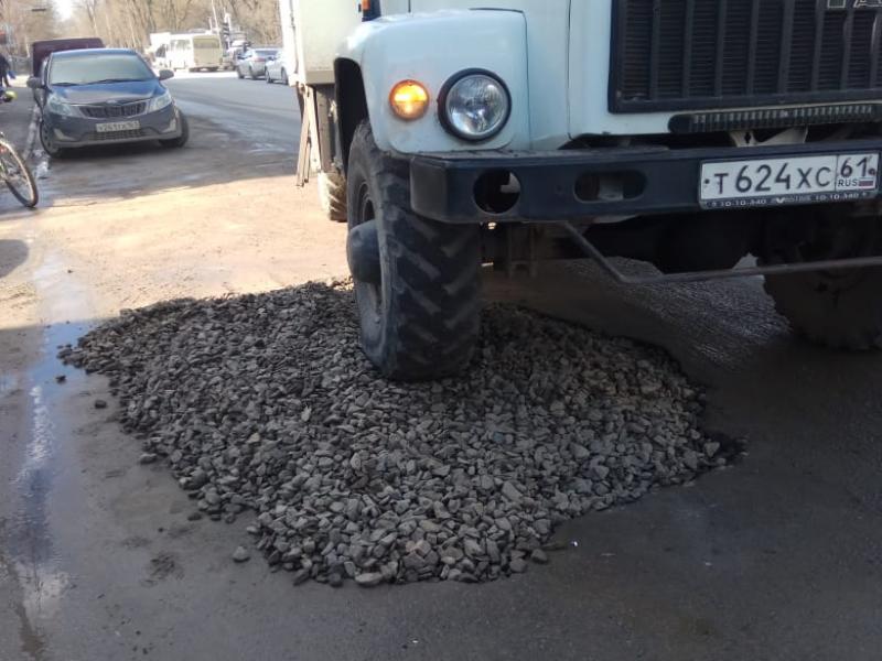 «Водоканал» Таганрога оперативно устранил провал на Петровской