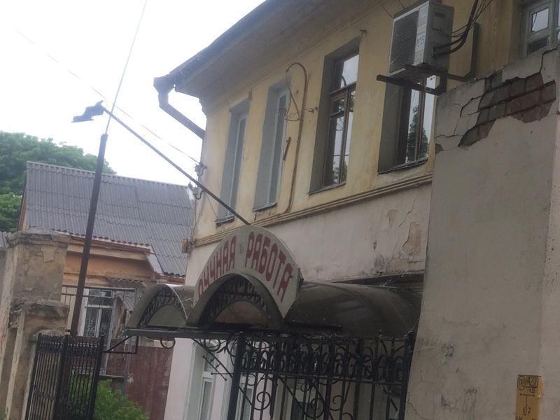 ЖКХ Таганрога ищет УК, которая за 43 тысячи сделает ремонт дореволюционного дома
